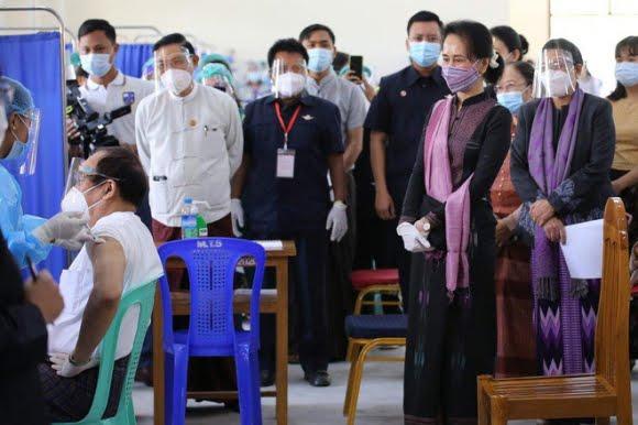 Thảm họa kép tại Myanmar: Đất nước hỗn loạn hậu chính biến, quân đội thờ ơ chống dịch COVID-19 - Ảnh 4.